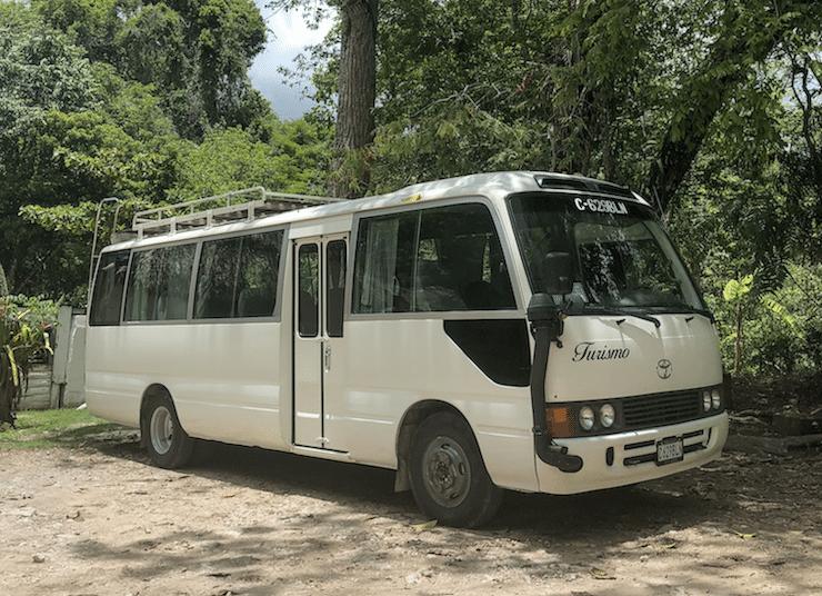 Shuttle Bus nach Tikal
