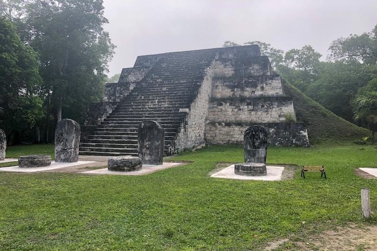 Tikal Tempel Komplex Q und R