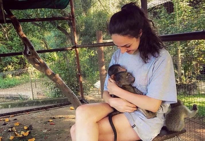 Michelle mit Babyaffe