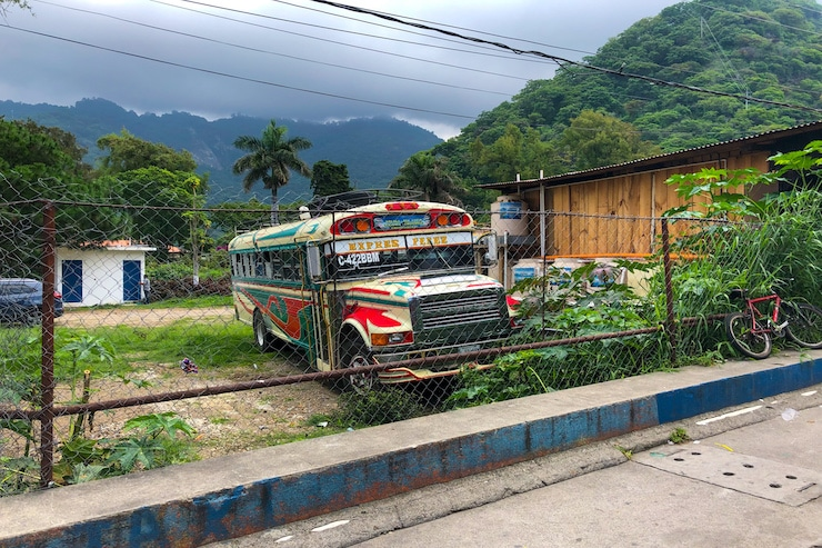 Bunter Chickenbus in Guatemala